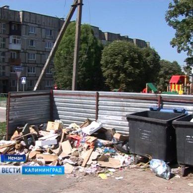 Улицы Немана засыпали мусором