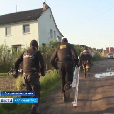 В Калининграде полицейские взяли штурмом дом наркоторговцев