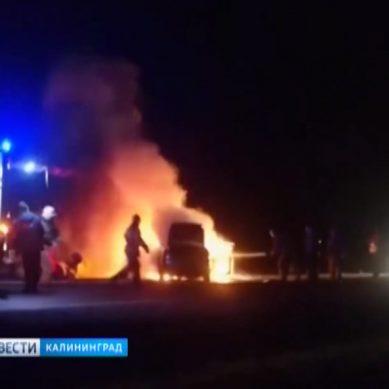 На трассе Калининград — Нестеров инспекторы ДПС спасли виновника ДТП из горящего авто