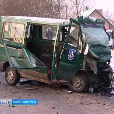 ДТП на Суворова: водитель микроавтобуса выехал на встречную полосу