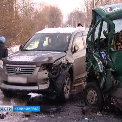 В утреннем ДТП на Суворова 3 автомобиля превратились в груду железа