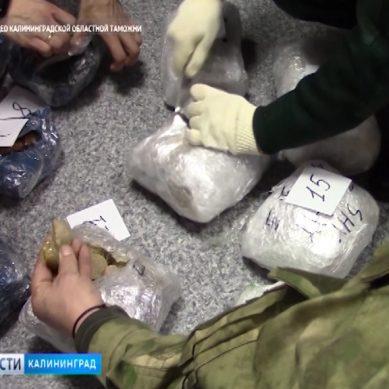В поезде Калининград-Москва обнаружили крупную партию контрабандного янтаря