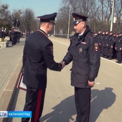 Начальник регионального УМВД наградил полицейских, задержавших опасных преступников