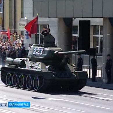 Танк Т-34 готовят к Параду Победы в Калининграде