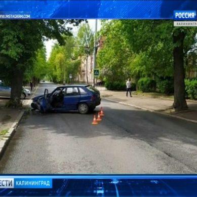 В Калининграде 79-летняя пенсионерка на иномарке врезалась в дерево