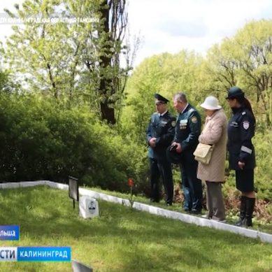 Калининградские и польские таможенники почтили память советских солдат, покоящихся в Польше